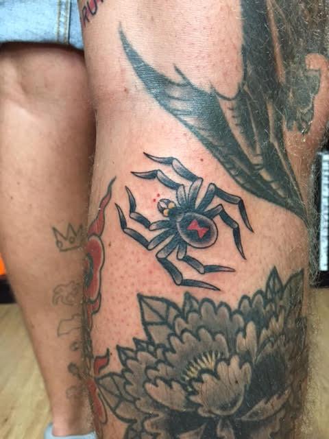 Jur Gillot, Rose tattoo Amsterdam, Traditional American, Traditional Western, Americana, Old school, color tattoos, filler tattoo, Amsterdam tattoo shop